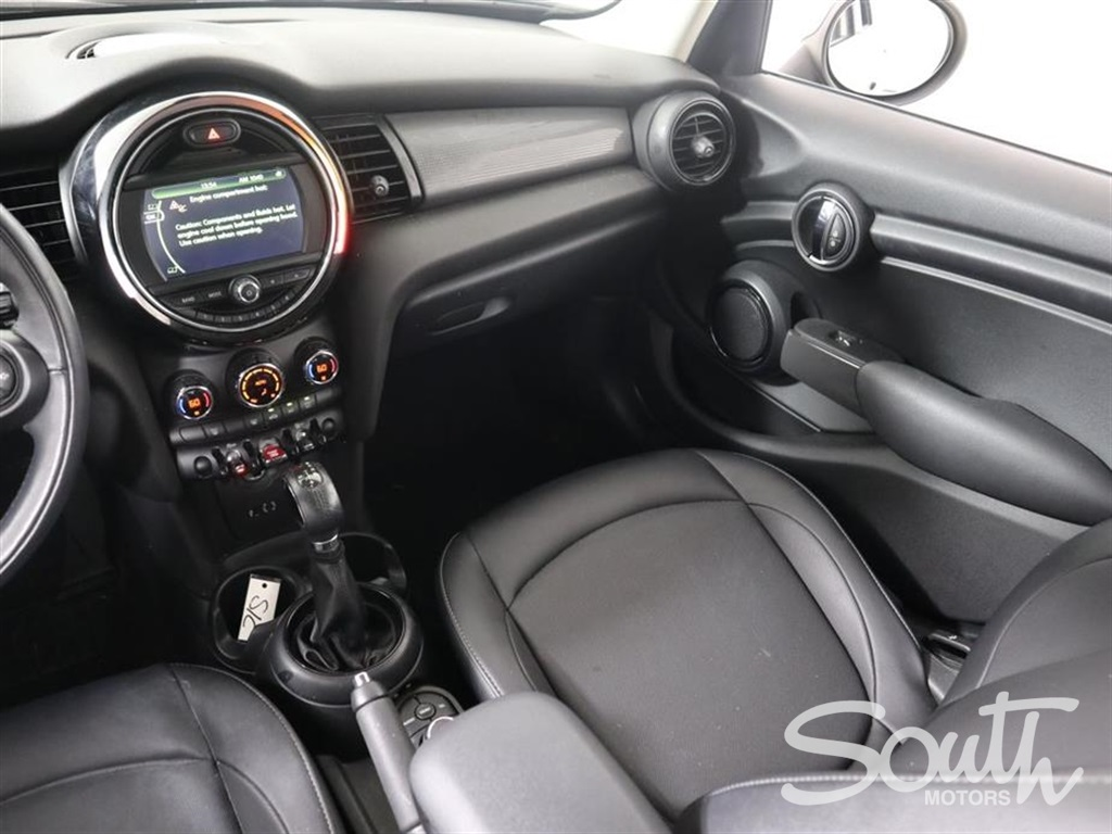 Pre-Owned 2017 MINI Cooper 4dr
